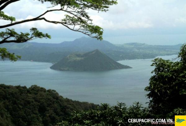 Độc đáo hồ núi lửa Philippines