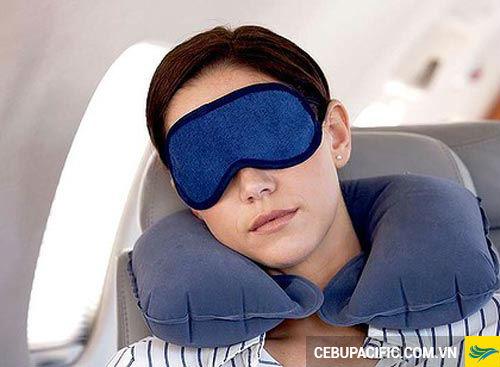 Những tuyệt chiêu để có một giấc ngủ ngon khi đi máy bay
