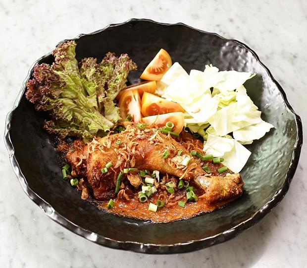 Chicken Penyet là một trong số ít đặc sảnKota Kinabalu