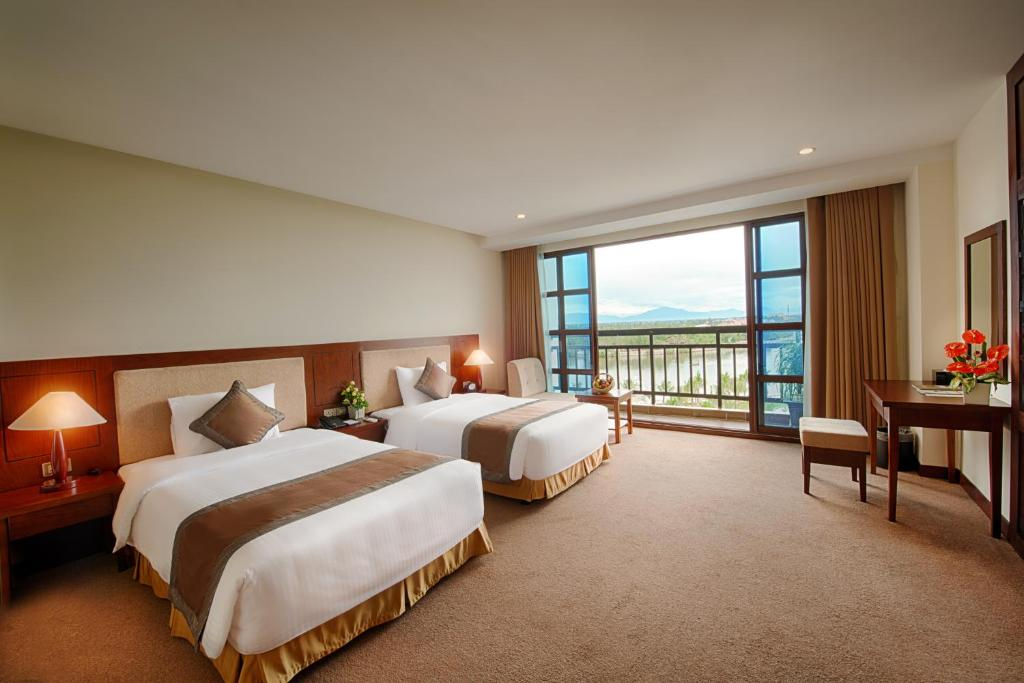 Phòng deluxe Mường thanh holiday hội an