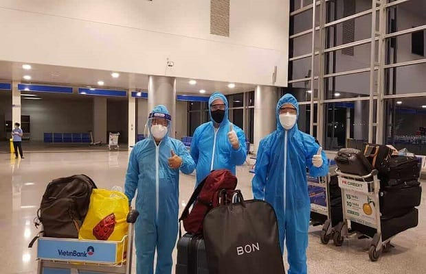 hành khách của chuyến bay từ canada về việt nam tháng 4
