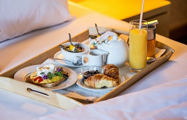 Phục vụ ngày 3 bữa: sáng trưa tối tại khách sạn cách ly Hà Nội