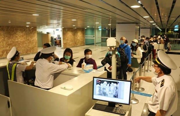 Ngay khi đáp chuyến tại sân bay, hành khách phải tiến hành khai báo y tế