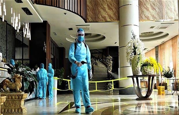 Các khách sạn cách ly tại Nha Trang đều được phun thuốc, xịt khử trùng để đảm bảo an toàn. Do đó, quý khách có thể yên tâm khi lưu trú